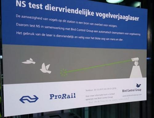 NS test Star Wars vogelverschrikker op Centraal Station